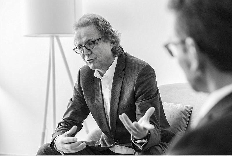 SVR-Vorsitzender Professor Schmidt und Sascha Stowasser im Gespräch mit Carsten Seim